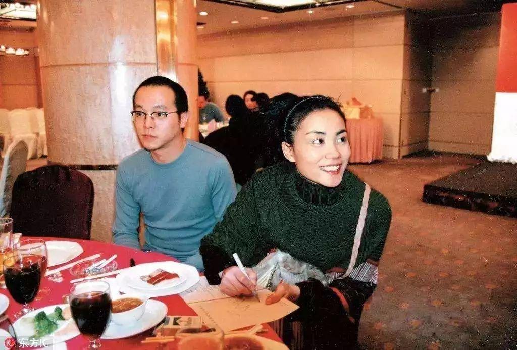 但是窦唯和王菲的爱情故事却没有那么的简单美好,1996年,窦唯和王菲