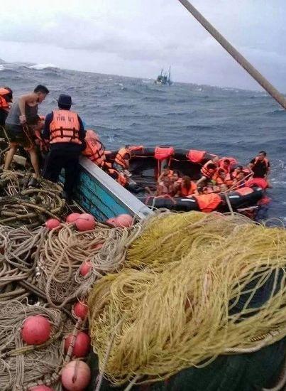 泰国普吉岛沉船遇难者升至40人,当地华人通过微信群