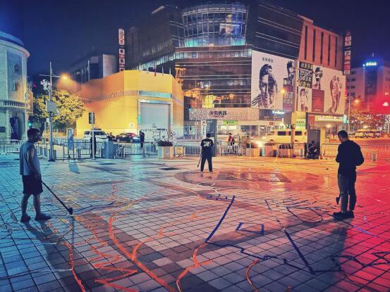 北京apm携手光绘达人共创吉尼斯世界纪录——最大光绘图案