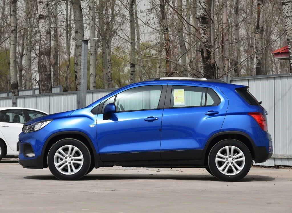 车重1.4吨,轴距2.6米,配6MT加速10.2,买昂科拉亏了好几万!