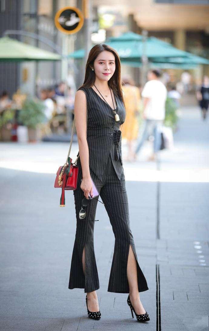 成都小姐最多的地方_成都街拍:果然是出美女的地方,小姐姐们的穿搭也是很有讲究