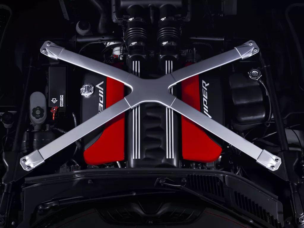 3缸配4根排气怎么了?比不过超跑,但7.9秒的加速还是不慢的