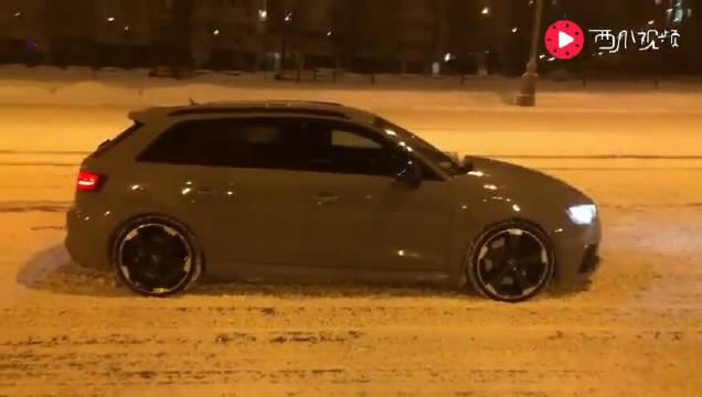 奥迪RS3,雪地弹射起步……