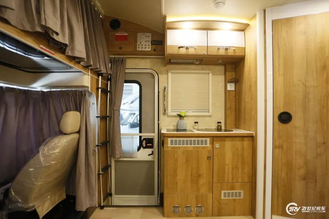 空间真不小 凯伦宾威多款双拓展依维柯房车将在成都房车展亮相