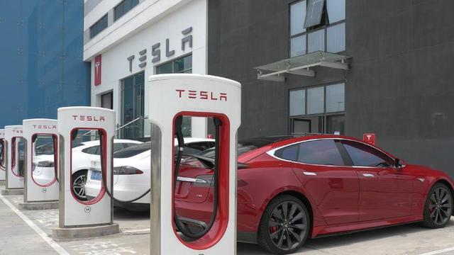 车友:纯电动汽车的发展是不是让充电桩限制了?