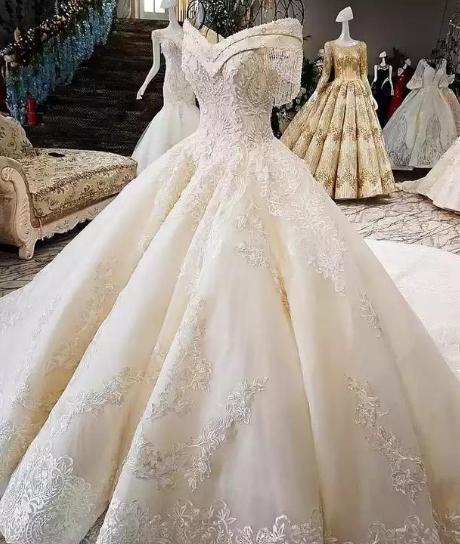 十二星座专属复古婚纱,金牛座的唯美,水瓶座的出轨!1971年狮子座女惊艳的表现图片