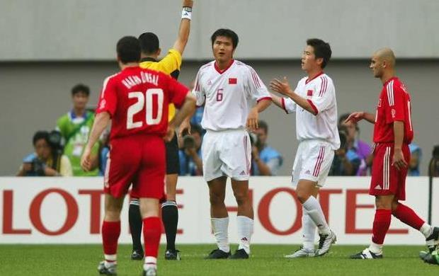 国足沙特队_世界杯第1惨案队!若非沙特成绩更差,2002年国足得排第