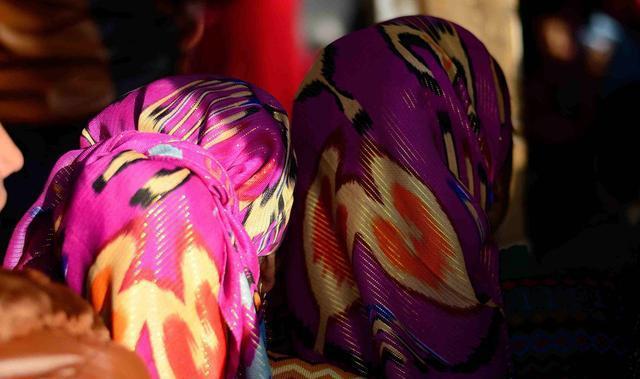 解答: 新疆女人为什么要戴头巾?