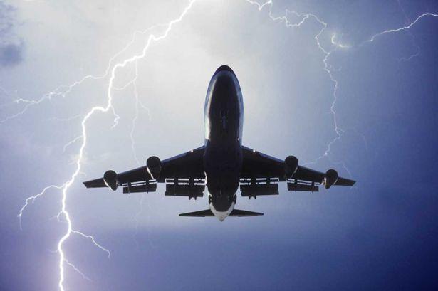 飞行员揭秘飞机遇上湍流会发生什么!飞机颠簸