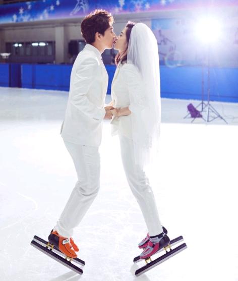 女友是同为短道速滑运动员的刘秋宏,并配发了6张婚纱照,韩天宇在微博图片
