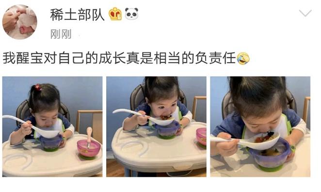 章子怡晒女儿吃饭萌态 醒宝胃口超好