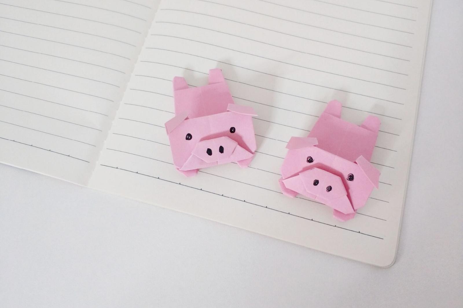 萌萌哒的折纸小猪,用来当书签超级可爱,看到它心情都好了起来