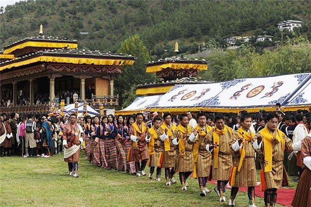 不丹土豪游客到中国旅游,一下火车愣住:我来的不是中国是印度?
