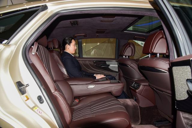 百万级豪车居然如此激进 雷克萨斯LS新车到店实拍