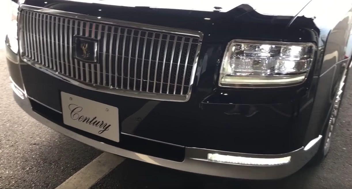 实拍日本最高旗舰,卖240万带凤凰Logo,开车还需白手套!