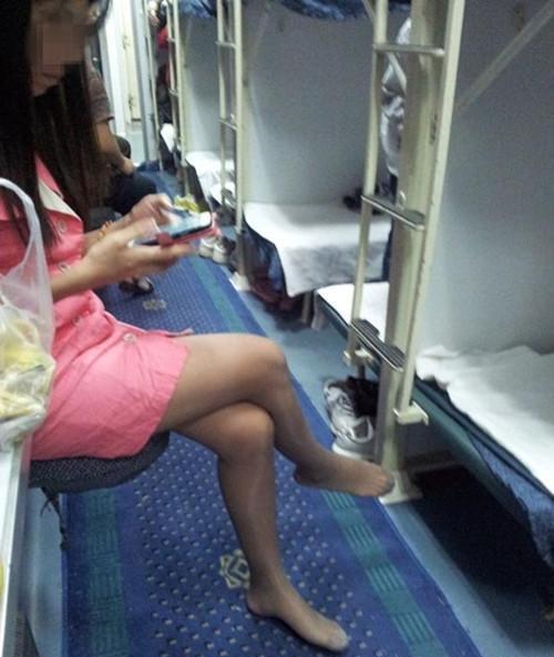 火车卧铺应不应该脱鞋?