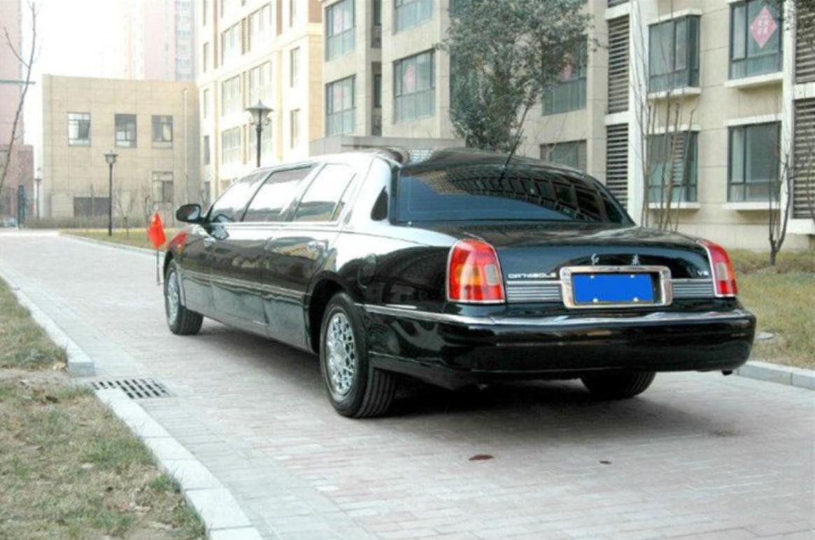 6.8米限量版加长红旗,8缸发动机,二手的卖259万
