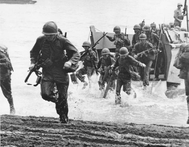 美国将军屠杀十万日本人!却获得日本最高荣誉