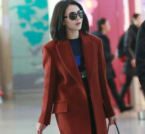 高圆圆晒巴黎街拍照, 身上的大衣惊艳了时尚圈, 真是太洋气了