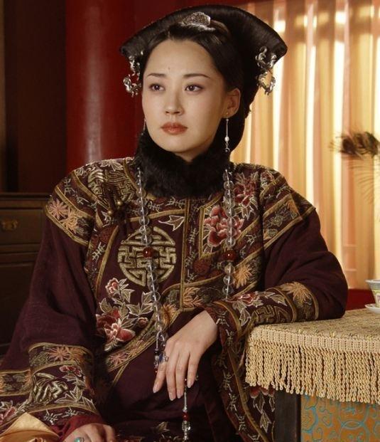 清朝皇后装扮:景甜美艳,孙俪霸气,秦岚温婉,都不敌她图片