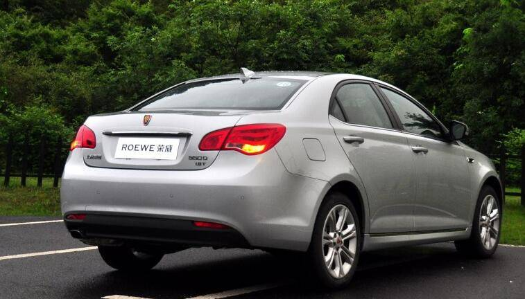 轴距2.7米,超朗逸的国产家轿,搭载1.8T+6DCT,不足10万
