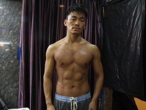 王宝强替身演员潜规则女演员,被人抓住现行遭暴打