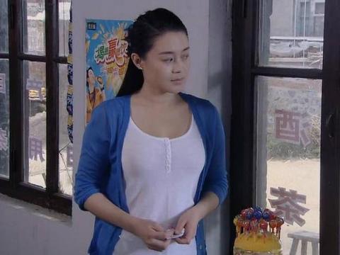 演赵本山老婆的关婷娜,35岁近照曝光,身材好到让人流鼻血