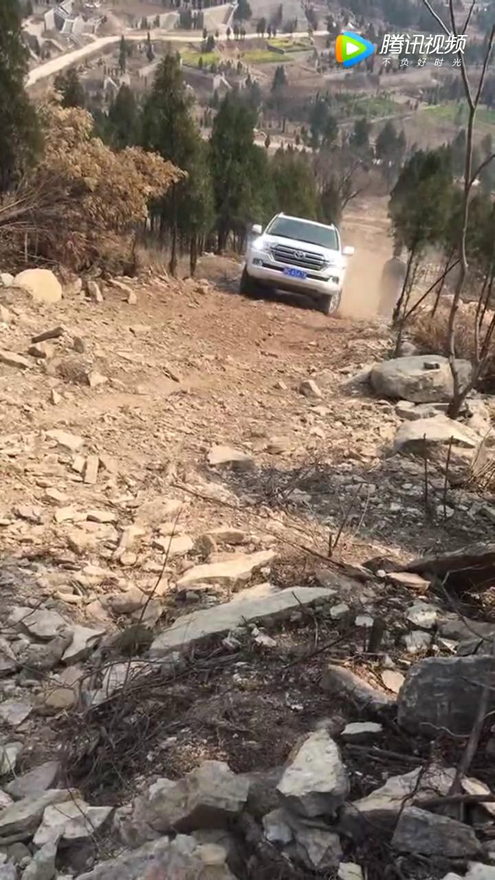 车到山前必有路,可是丰田路巡遇到这个陡坡就蒙圈了