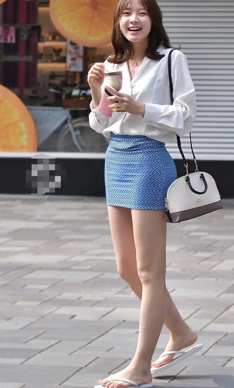 有个微胖大奶的女人照片_街拍:身材微胖的女人穿衣服都很有美感,这身材一定没少去健身房