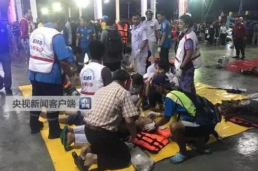 最新消息:多船只在泰国普吉岛出现翻船事故,船上还有