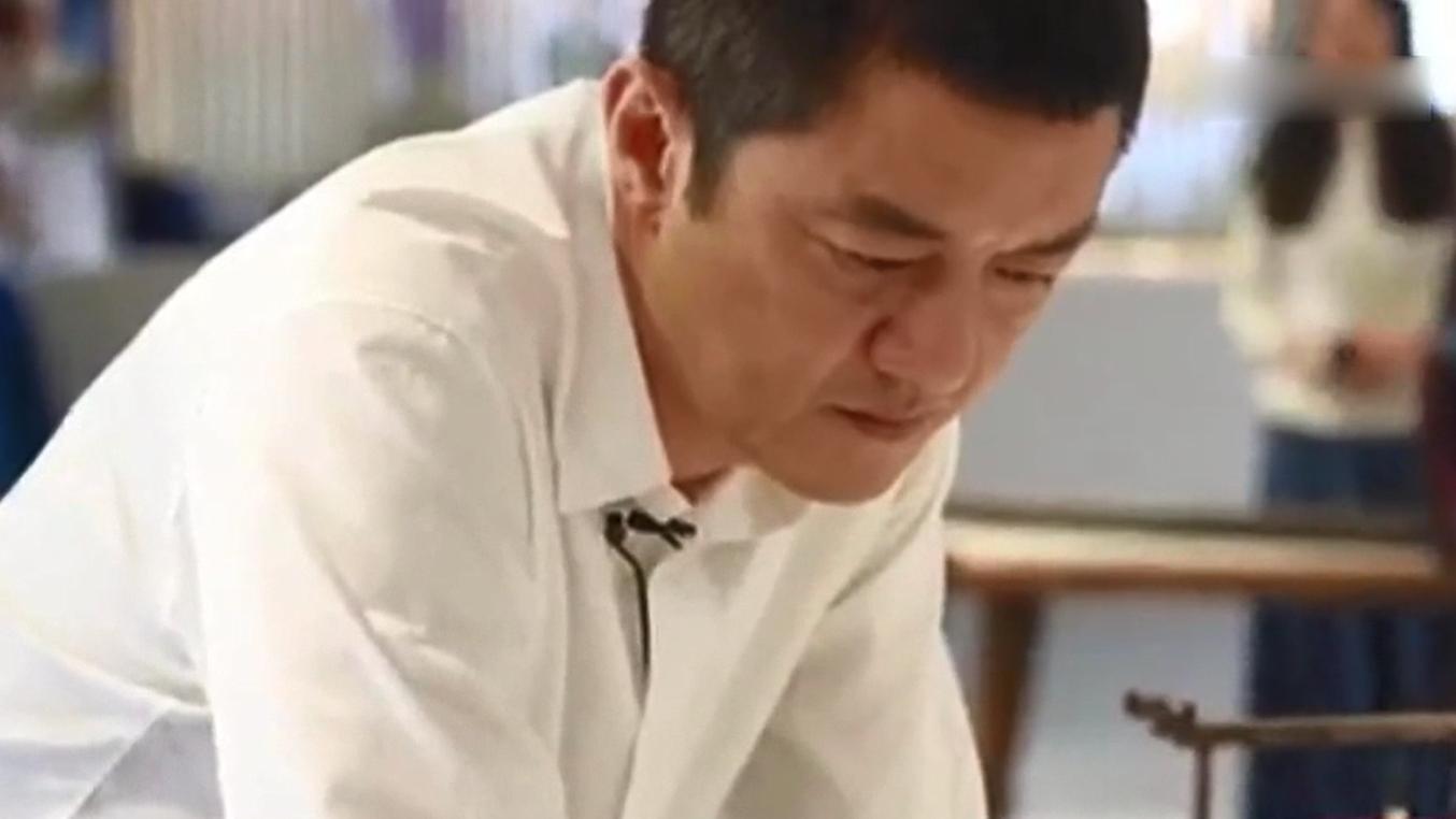 李亚鹏谈与王菲婚姻瞬间落泪:我太失败,没给孩子一个完整的家!