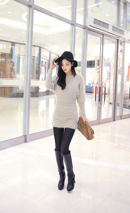 美人美图:孙允珠乳白色毛绒衫配黑色齐膝长筒靴