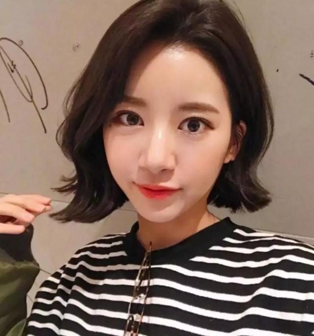 短发_2018年最流行的短发女图片