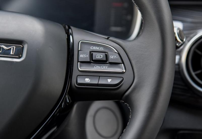 专业麦克风+12扬声器,君马全新轿跑SUV打造移动卡拉OK