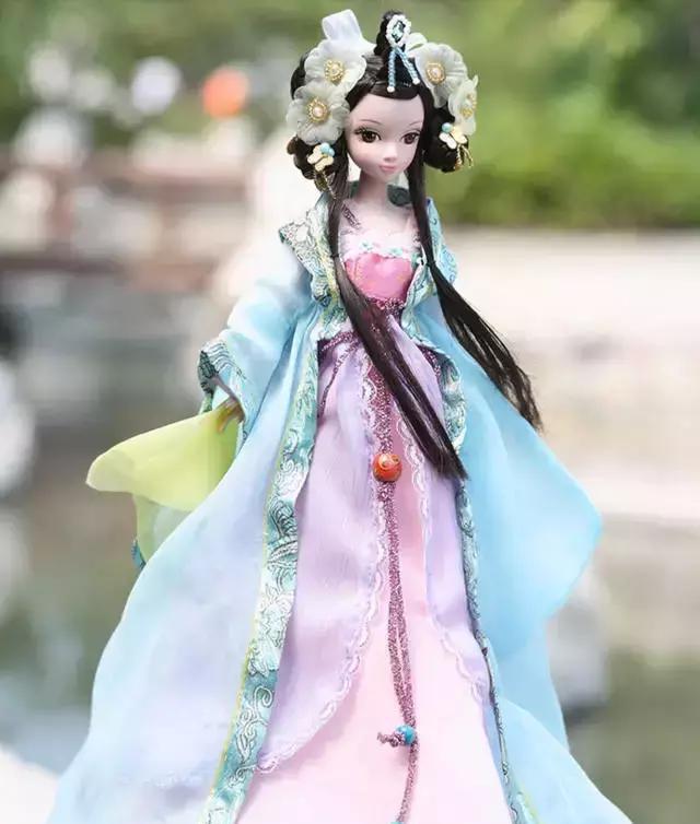 世界各国芭比娃娃大pk,还是中国的芭比娃娃最亮