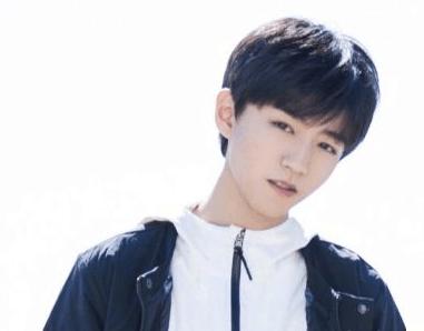 学校里的王俊凯喜欢发呆, 但见了偶像却像换了一个人