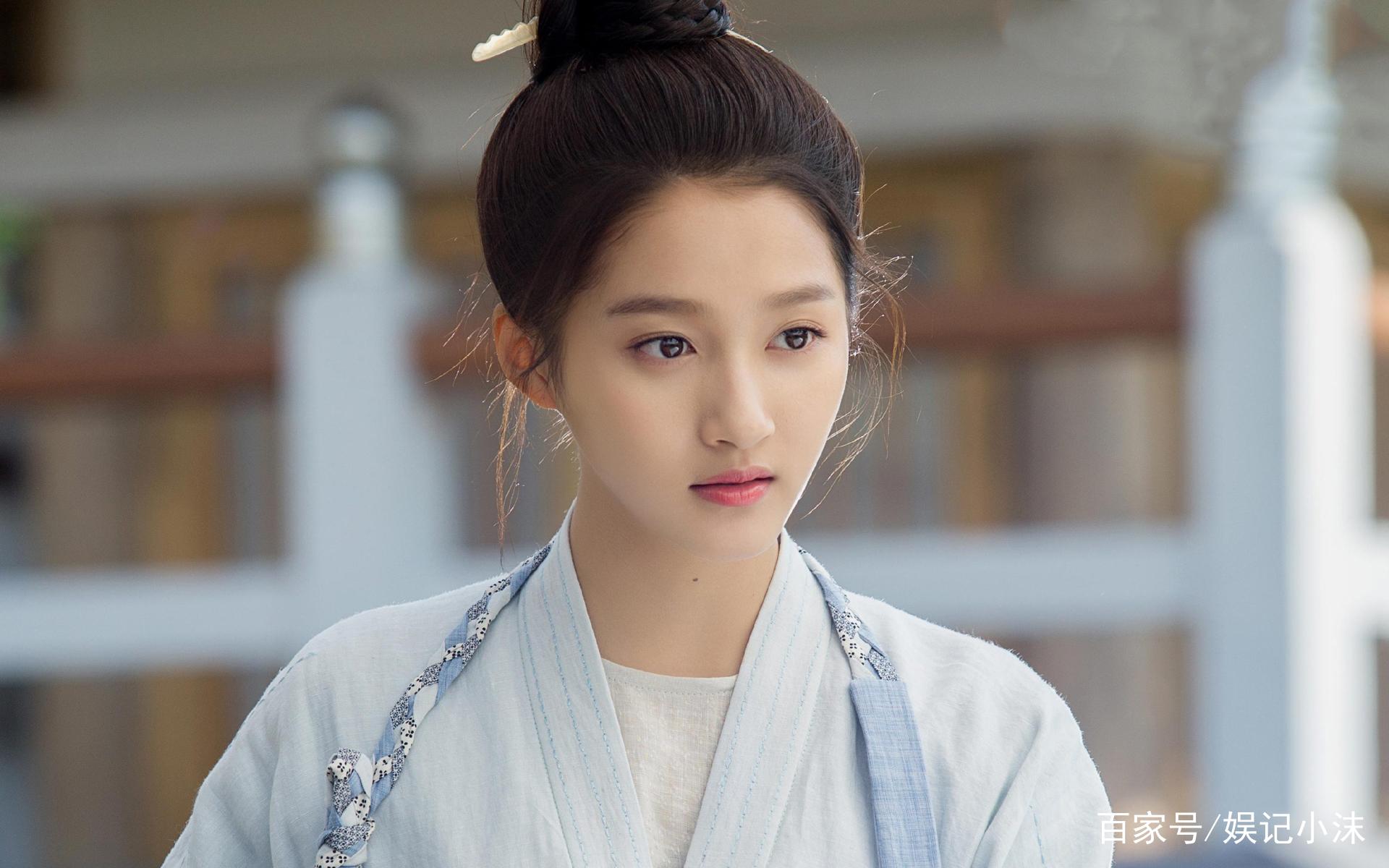女星丸子头造型,张馨予帅气,杨紫俏皮,她居然比赵丽颖还可爱