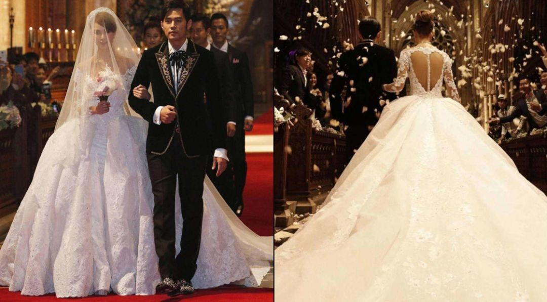 这款有着欧式宫廷裙摆,复古公主袖,双层蕾丝花