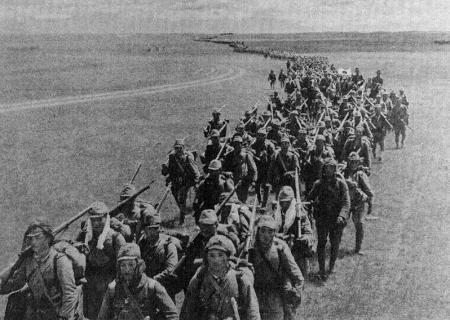 就这样,无数的日本军人用血肉之躯来阻挡俄国人的枪林弹雨,战争持续