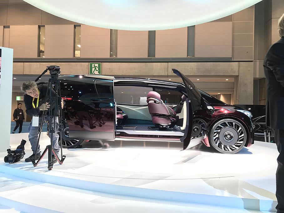 丰田最新MPV,轴距长3.5米,氢燃料驱动续航可达1000公里!
