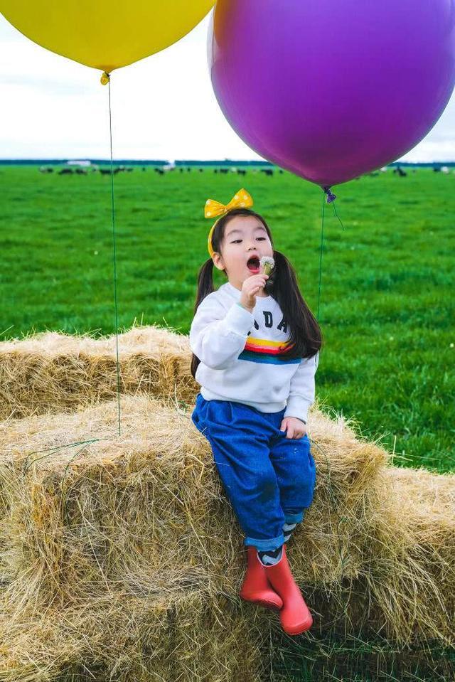 戛纳电影节出现了一名年龄最小的日韩,电影咱们的小可爱童星阿拉蕾,谁最新就是嘉宾列表图片