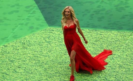 俄罗斯第一美女足球宝贝,网友盛赞她气质如川普女儿,女王范十足