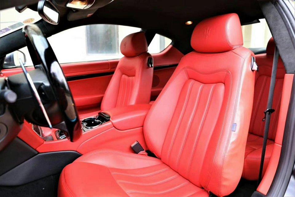 新车落地价268万,现今仅售26万,声浪迷人,尽显赛车风范