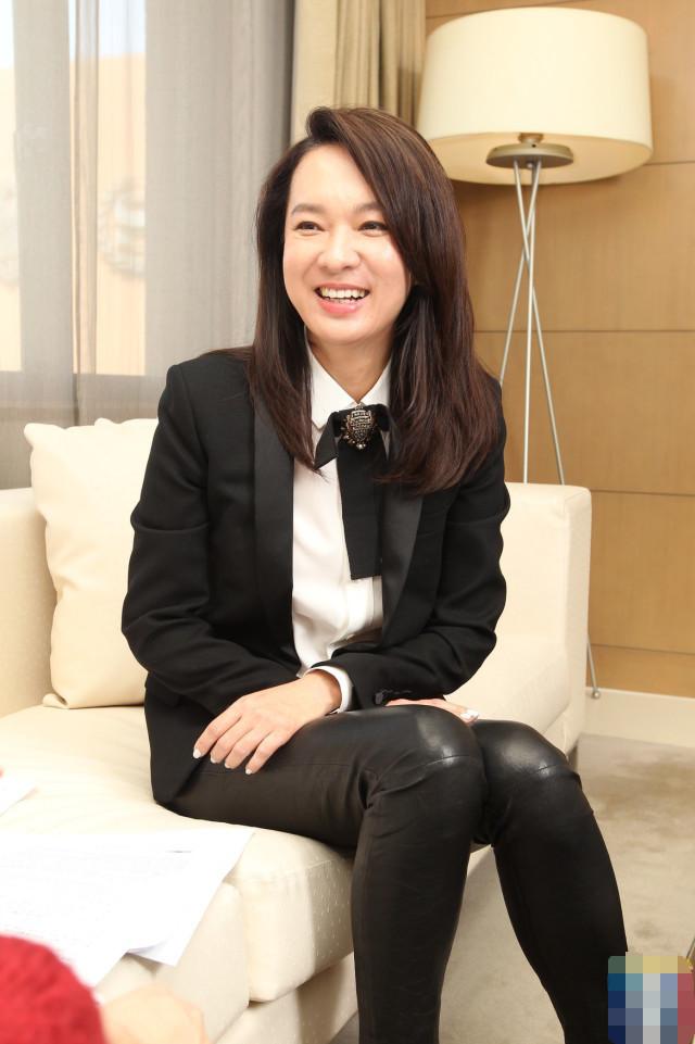 舅妈的丝情_关颖舅妈55岁美如少女,丧夫后接管酒店集团,却跑去当别人小三