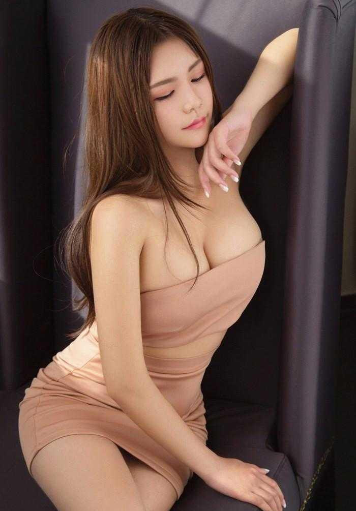 高清美女色_裸色包臀裙性感美女 秀丽若桃