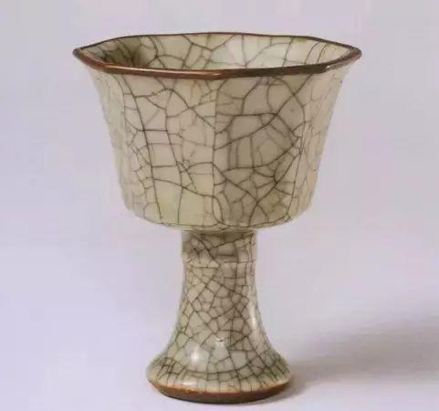 新加坡英联邦国际拍卖行-元代瓷器中最流行的器型之高足杯