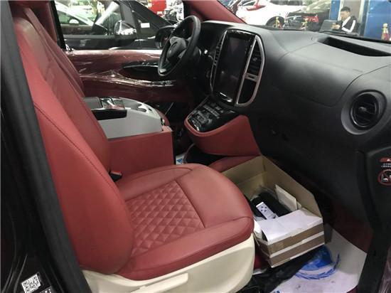 蓝牌C照驾驶的房车,2018款奔驰新威霆 后排座椅支持180度平躺