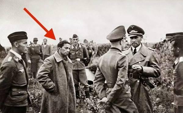 老照片披露二战东线战场, 斯大林儿子在纳粹集中营中照片图片