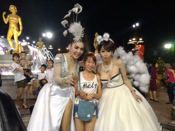 女孩行走泰国中国红灯区,这些阴部曼谷地方渴游客女生视频大学图片