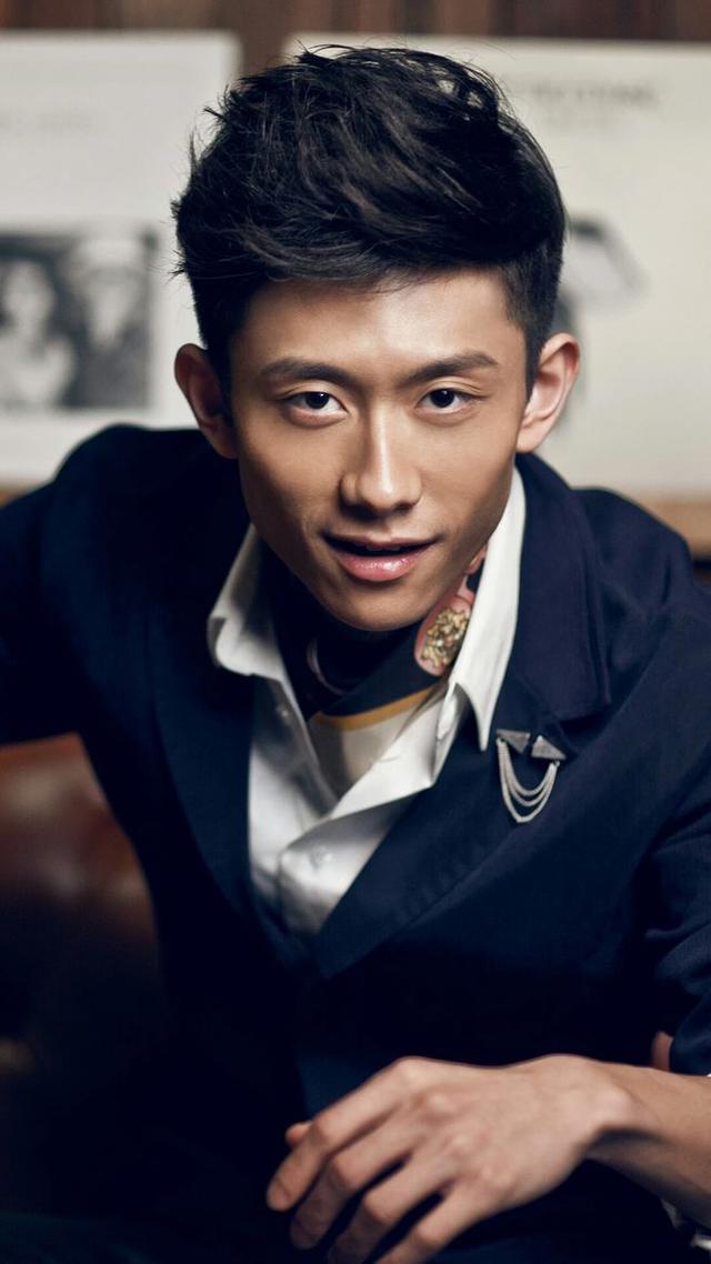 张一山,胡歌发型帅气十足,网友:王俊凯的发型比较适合图片
